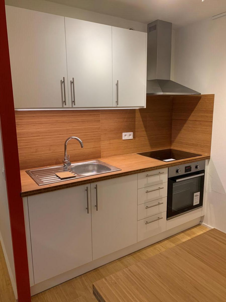 kitchenette_sol_et_table_bambou_(1)